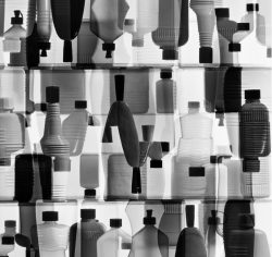 Peter Keetman: Plastikflaschen, 1963. Bild: © Stiftung F.C. Gundlach